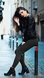 Bilder Ester Merja Brünette Jacke Pose Hand Bein Luigi Malanetto Mädchens