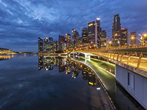 Hintergrundbilder Singapur Gebäude Brücken Abend Bucht Straßenlaterne Städte