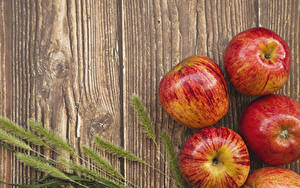 Bilder Äpfel Großansicht Bretter Ähre Lebensmittel