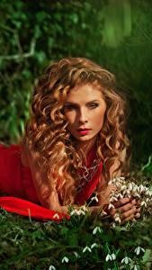 Bilder Schneeglöckchen Braunhaarige Kleid Starren Rot Mädchens