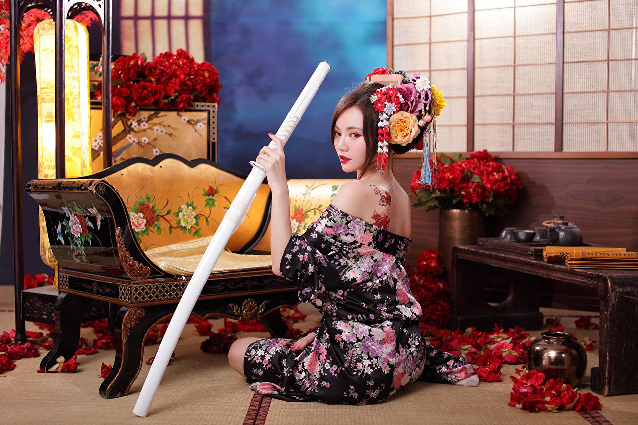 Bilder von Katana Kimono junge Frauen Asiaten sitzen Mädchens junge frau Asiatische asiatisches sitzt Sitzend