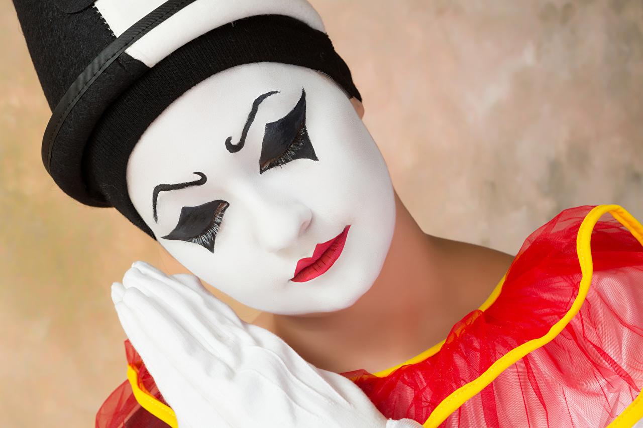 Foto Make Up Clown unscharfer Hintergrund Gesicht junge Frauen Rote Lippen Schminke clowns Bokeh Mädchens junge frau