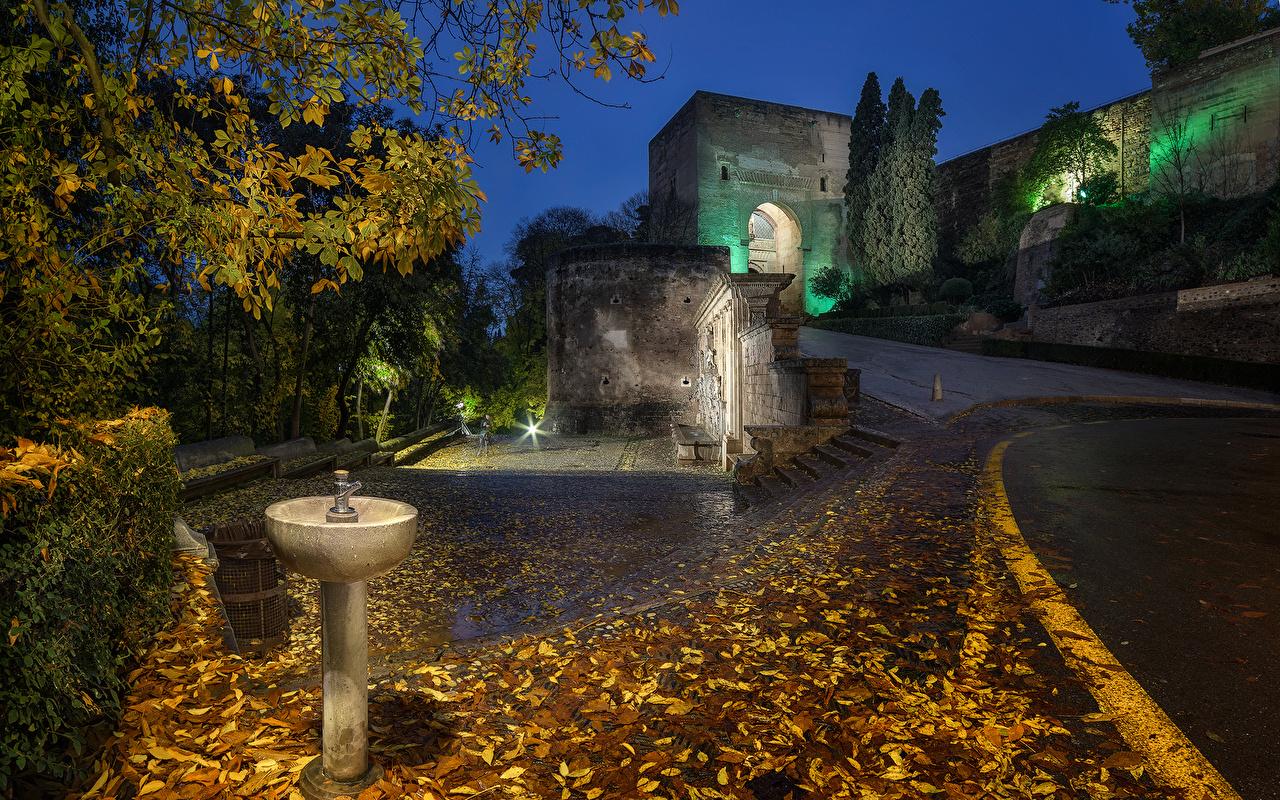 Hintergrundbilder Lichtstrahl Palast Blatt Spanien Alhambra Granada Herbst Nacht Städte Blattwerk