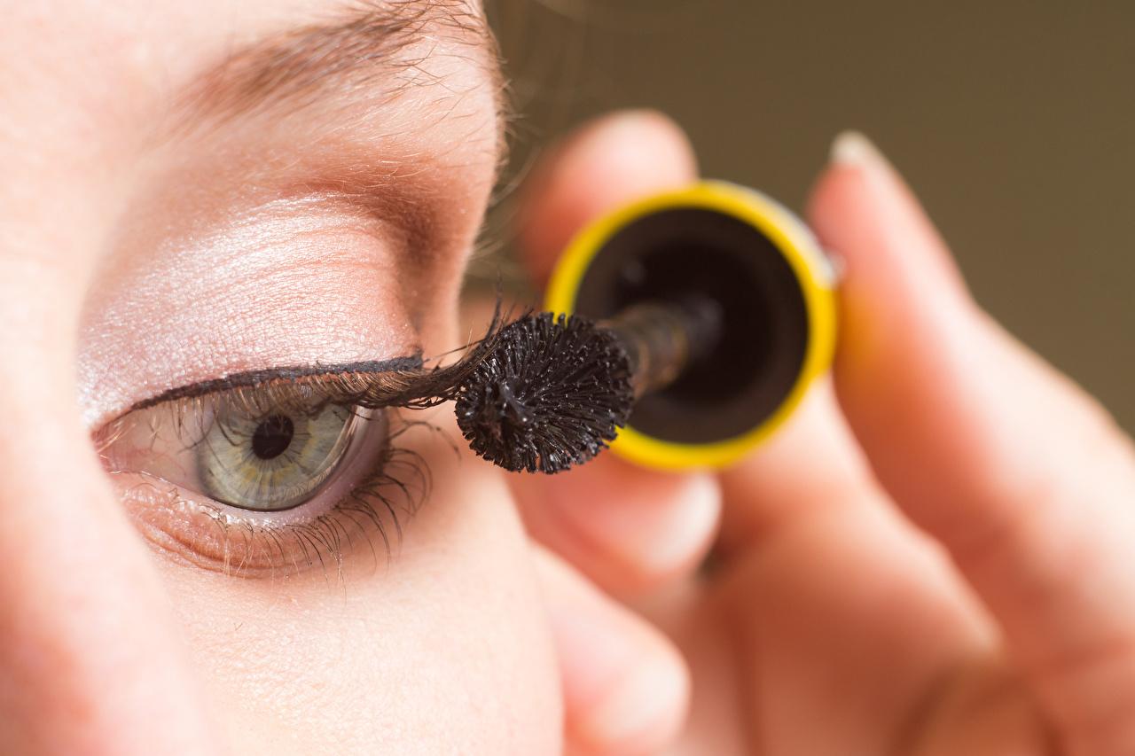 Image Girls Eyes Eyelash lash Cosmetics Paintbrush Makeup female young woman