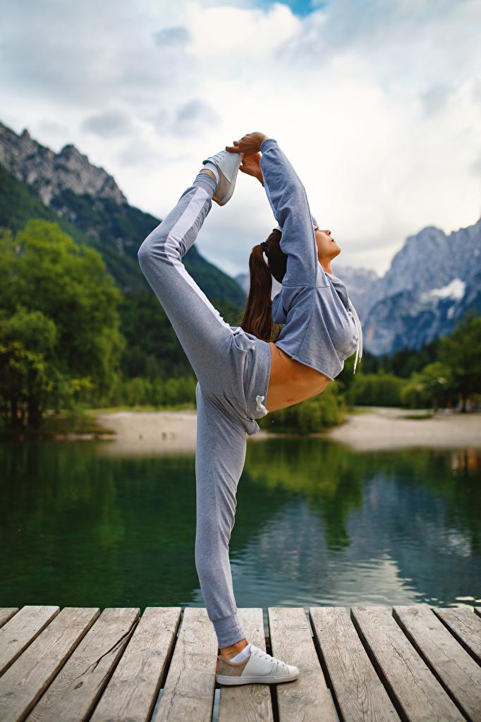 Fotos von Trainieren Fitness Gymnastik junge frau sportliches Bein Körperliche Aktivität Sport Mädchens junge Frauen
