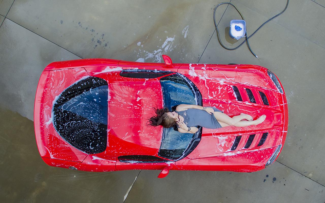 Fotos von Braune Haare Mädchens Autos Von oben Braunhaarige