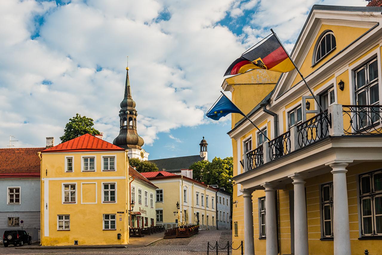 Foto Kirche Tallinn Estland Toomkirik Flagge Wolke Städte Gebäude Kirchengebäude Haus