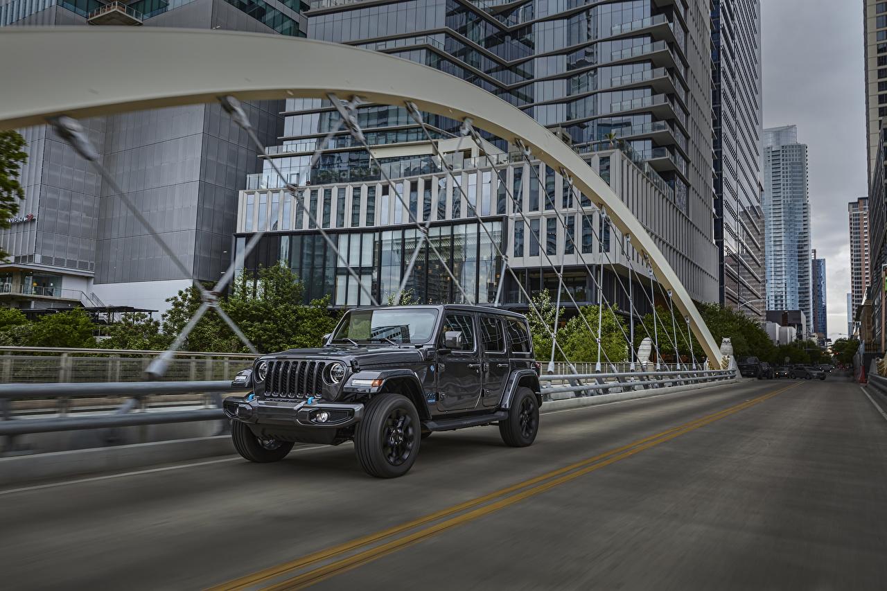 Bilder på skrivbordet Jeep Stadsjeep 2021 Wrangler Unlimited High Altitude 4xe Grå Rörelse Bilar Metallisk SUV går bil automobil