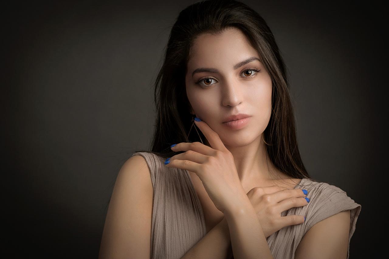 Bilder Maniküre Susi Haar junge frau Hand Blick Mädchens junge Frauen Starren