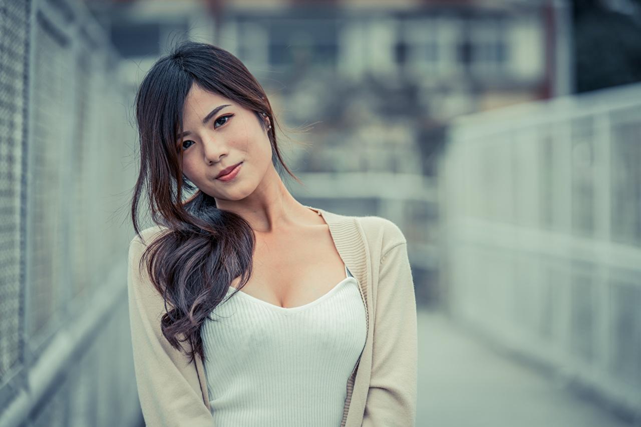 Desktop Hintergrundbilder Brünette Bokeh junge Frauen Asiatische Starren unscharfer Hintergrund Mädchens junge frau Asiaten asiatisches Blick