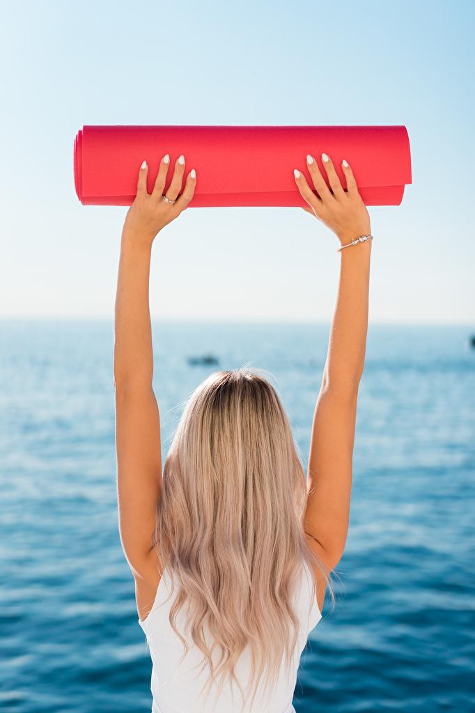 Fotos von Blondine Yoga Fitness junge Frauen Hand Hinten  für Handy Blond Mädchen Joga Mädchens junge frau