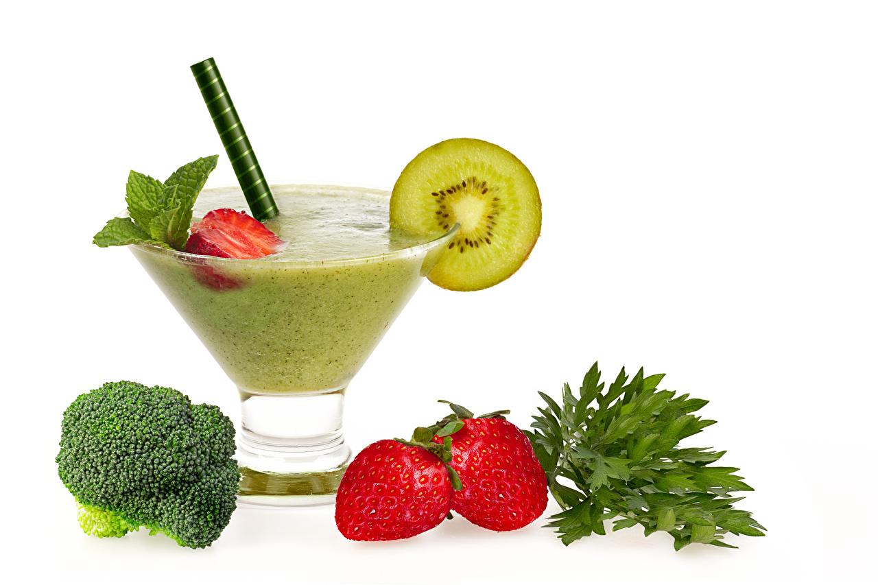 Photos smoothy Kiwi Strawberry Food Stemware Vegetables White background Smoothie Kiwifruit Chinese gooseberry