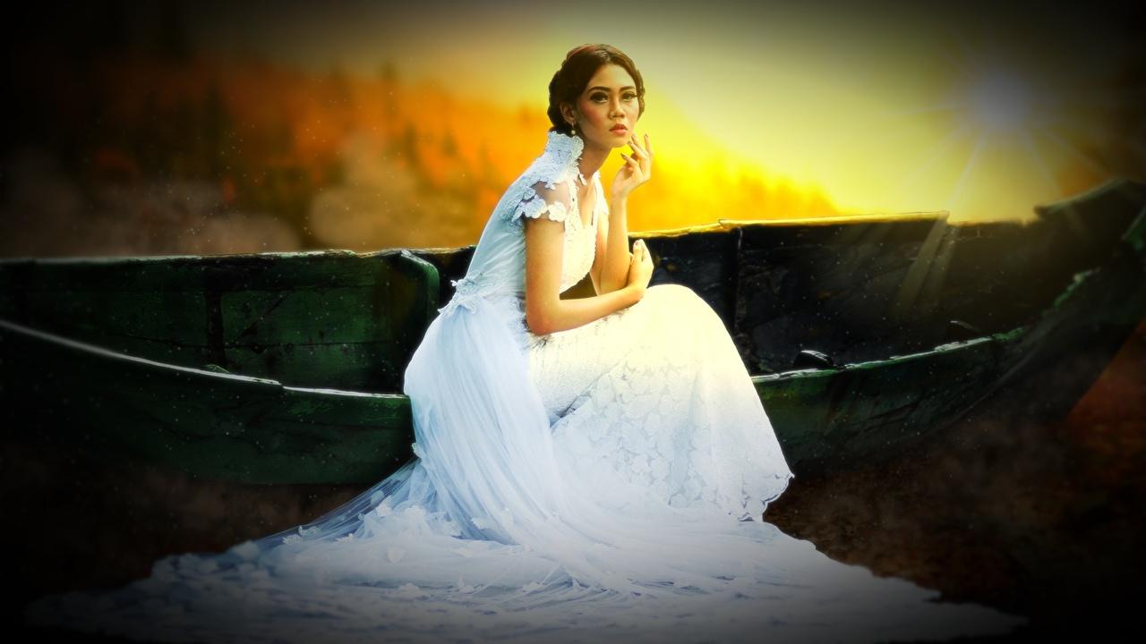 Tapeta na pulpit Szatenka panny młode młode kobiety Siedzi Łodzie Sukienka Panna młoda brązowowłosa dziewczyna dziewczyna z brązowymi włosami dziewczyna Dziewczyny młoda kobieta łódź siedzą