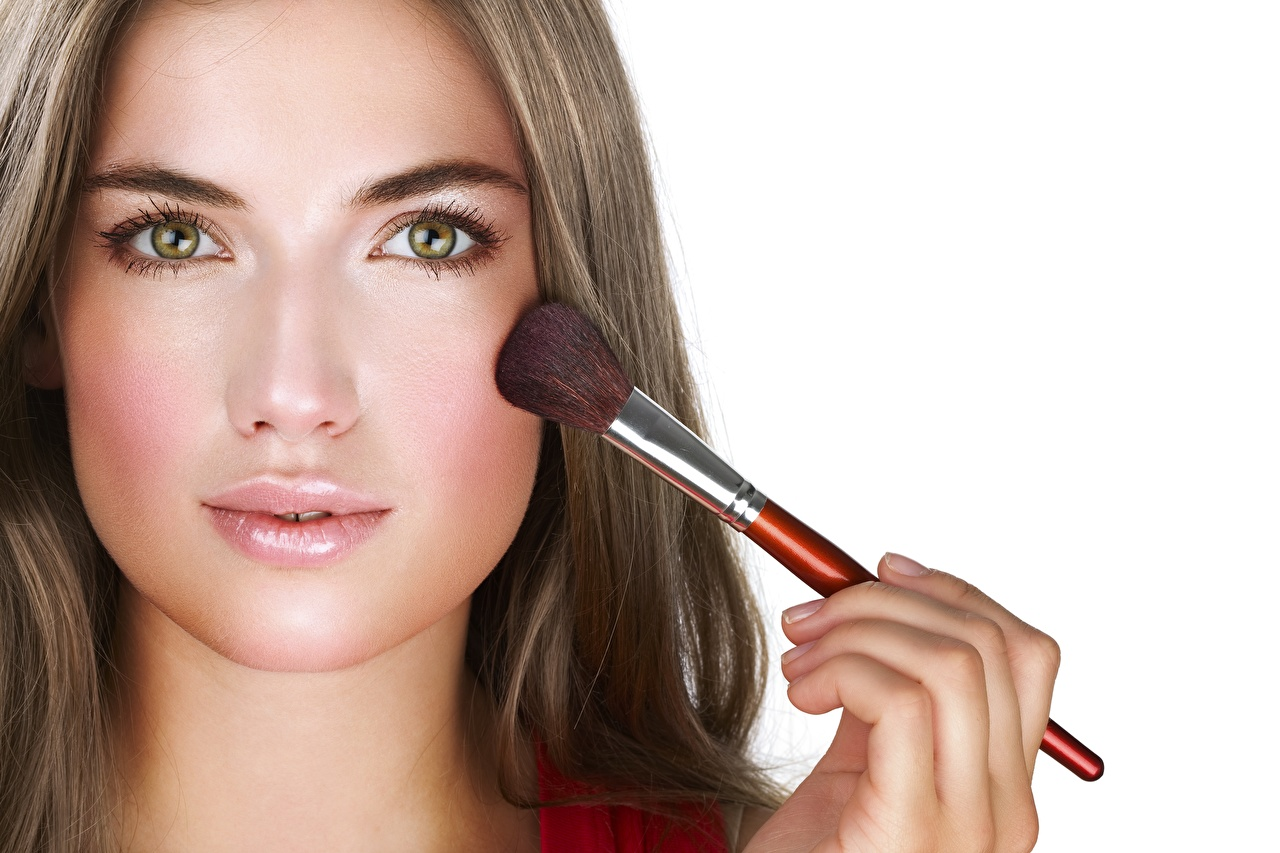 Desktop Hintergrundbilder Model Make Up schöne Gesicht Mädchens Pinsel Blick Schminke Schön hübsch hübsche schöner schönes hübscher junge frau junge Frauen Starren