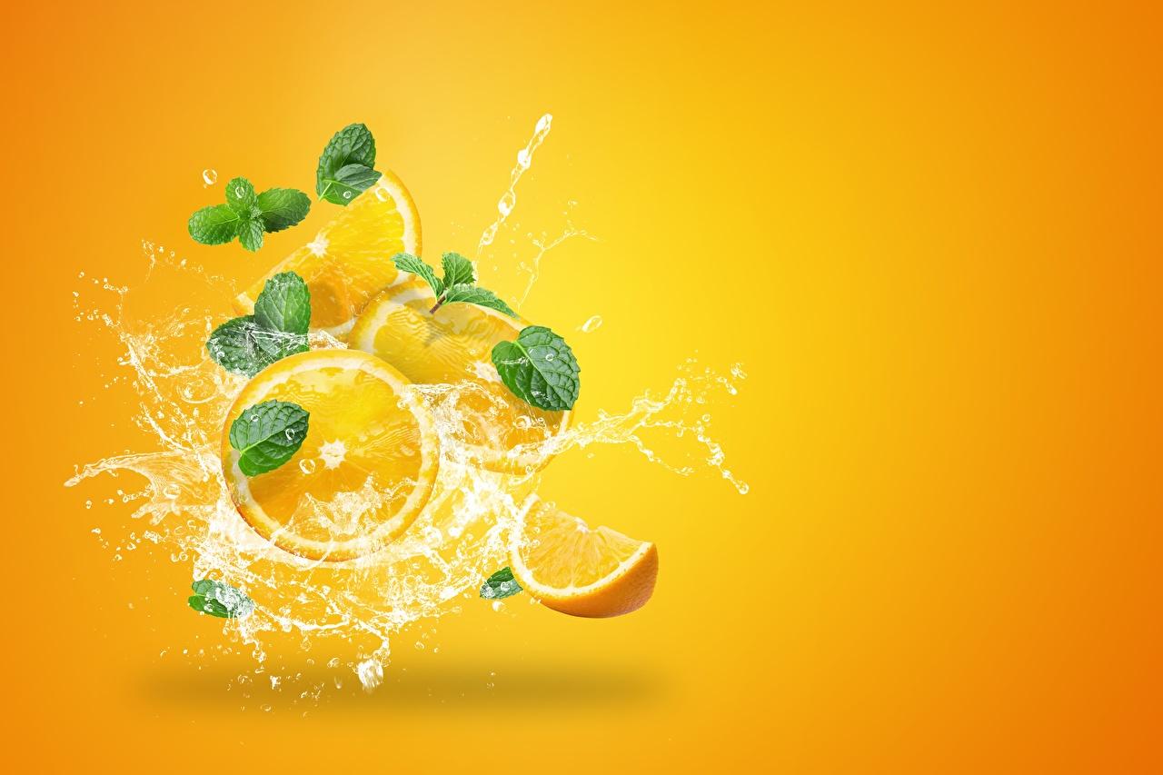 Photos Orange fruit Drops Water splash Food Colored background