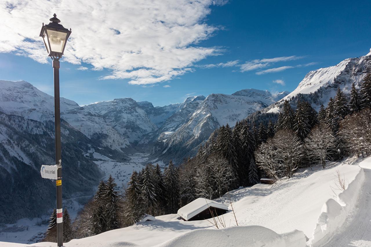 Foto Schweiz Braunwald Natur Winter Gebirge Fichten Schnee Straßenlaterne