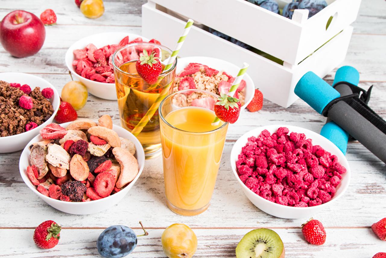Images Juice Breakfast Plums Raspberry Strawberry Highball glass Food Berry Muesli boards Wood planks