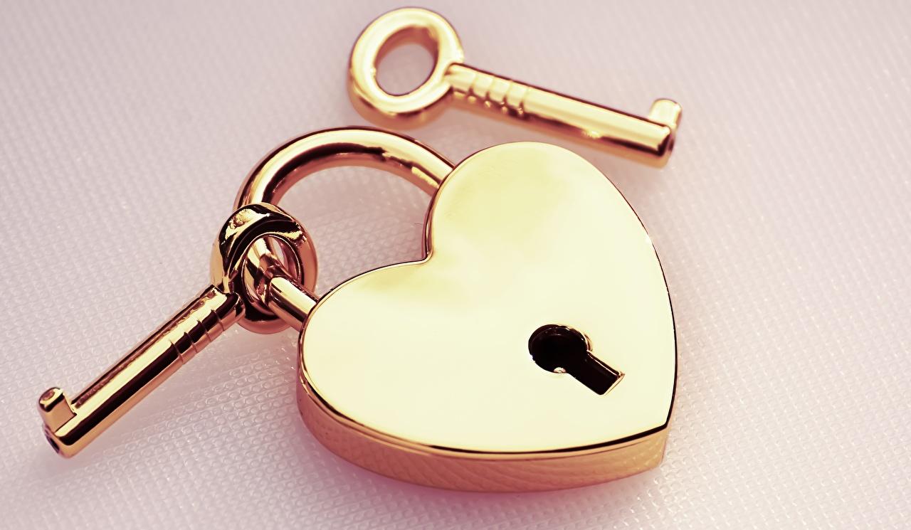 Skrivebordsbakgrunn hengelåser Gull farge Nøkkel Nærbilde Farget bakgrunn Hengelås gylden
