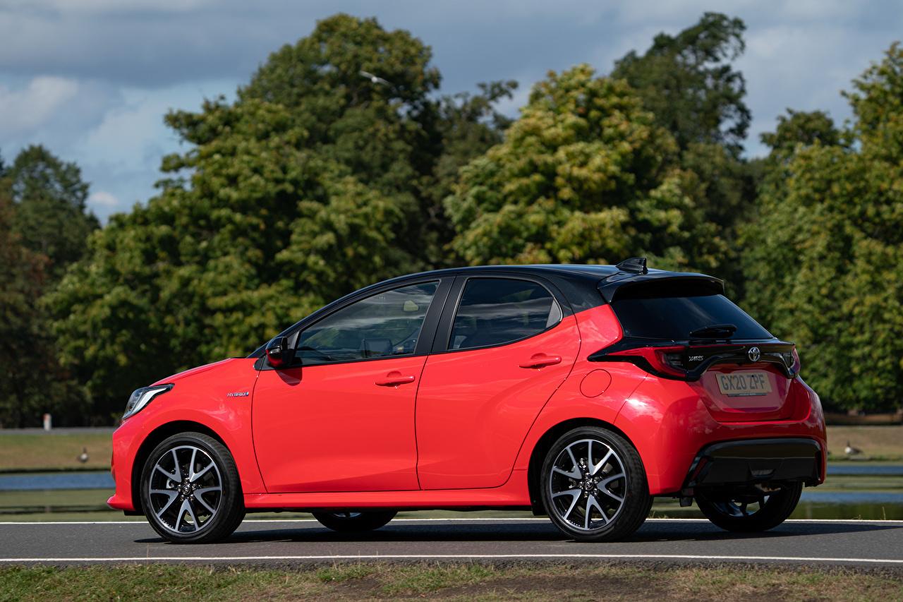 Wallpaper Toyota Yaris Hybrid UK-spec, 2020 Red Side Metallic automobile Cars auto