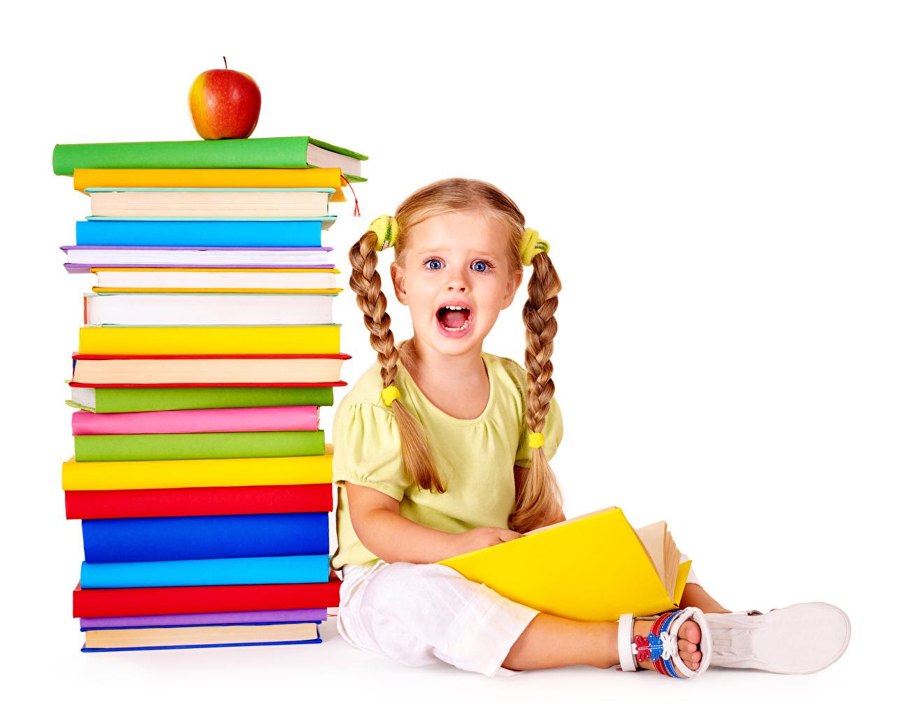 Bilder von Kleine Mädchen Schule Überraschung Kinder Äpfel Buch Weißer hintergrund Staunen Erstaunen