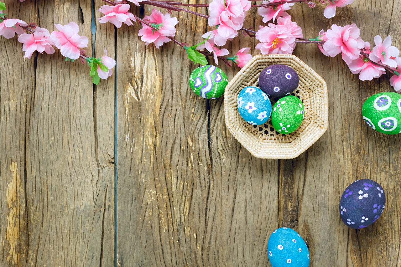 Pictures Easter egg Wood planks Eggs boards