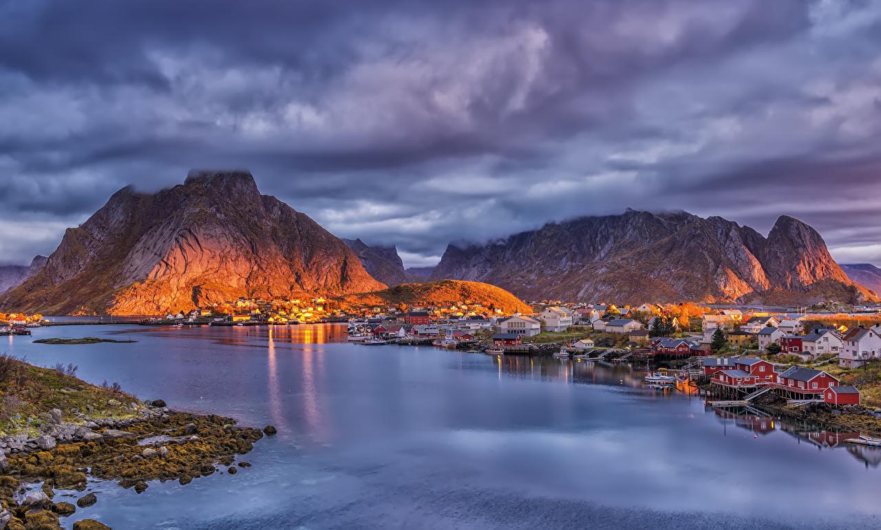 Tapety Lofoty Norwegia Reine góra Zatoka Wieczór Przystań Domy Miasta Góry zatoki miasto budynki budynek