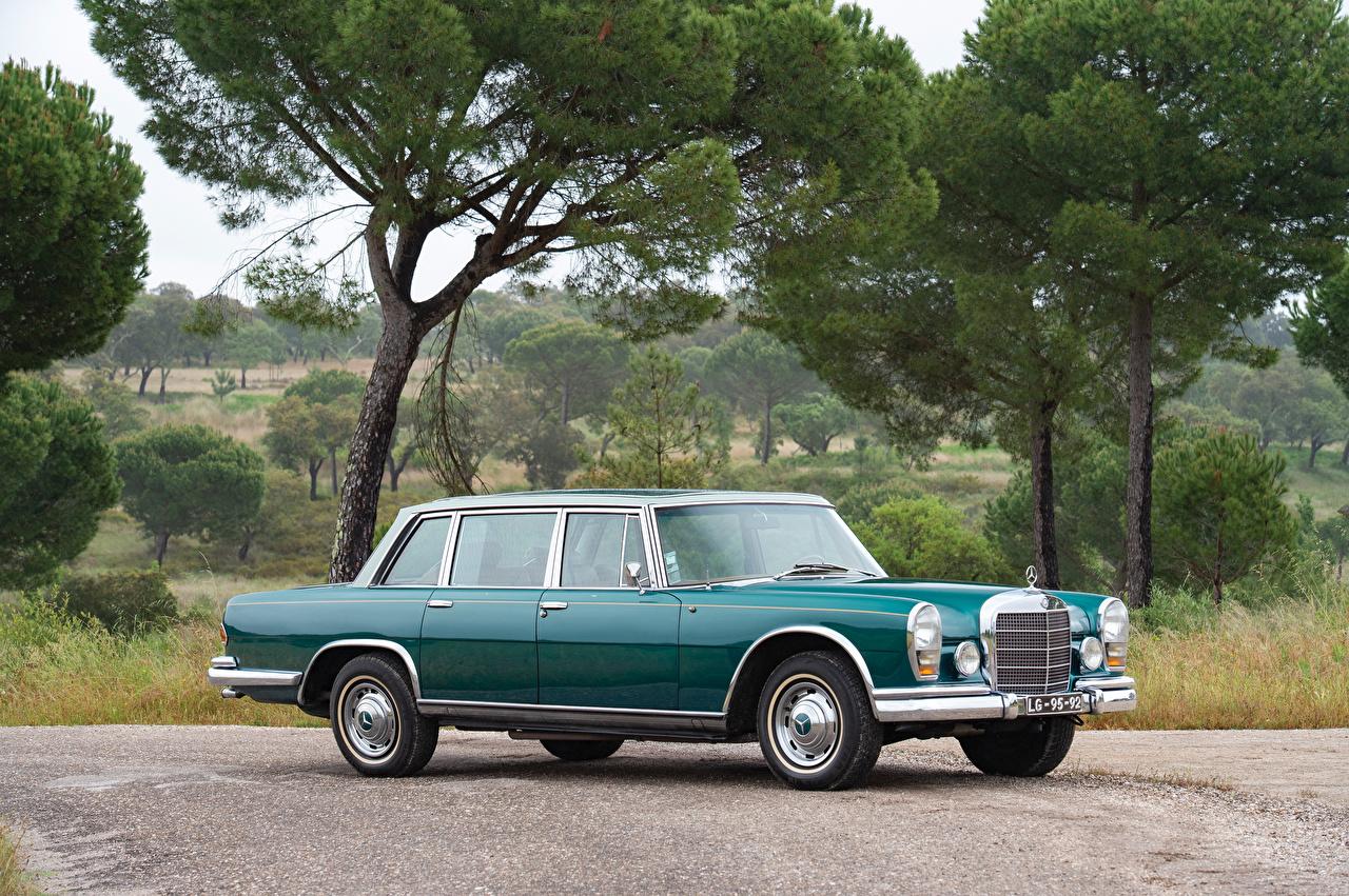 Retro_Mercedes-Benz_1966_600_by_Chapron_Green_564902_1280x851.jpg