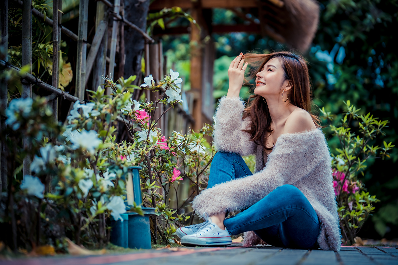 Image Brown haired Smile young woman Asian Jeans sit Girls female Asiatic Sitting