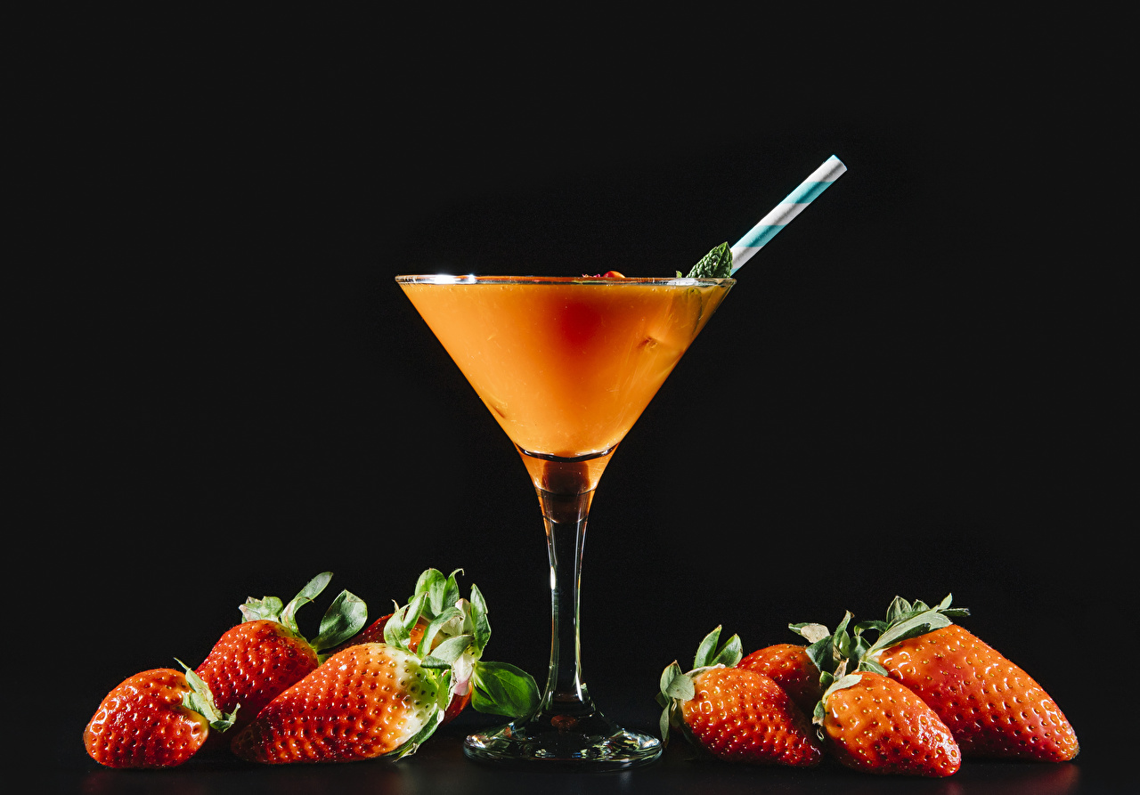 Photo Strawberry Food Stemware Mixed drink Black background drink Cocktail Drinks