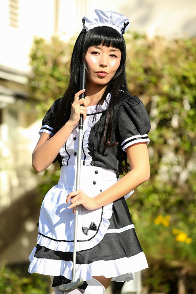 Bilder magd Brünette Marica, Golf Club junge Frauen Asiatische Hand Uniform Blick  für Handy Dienstmädchen Mädchens junge frau Asiaten asiatisches Starren