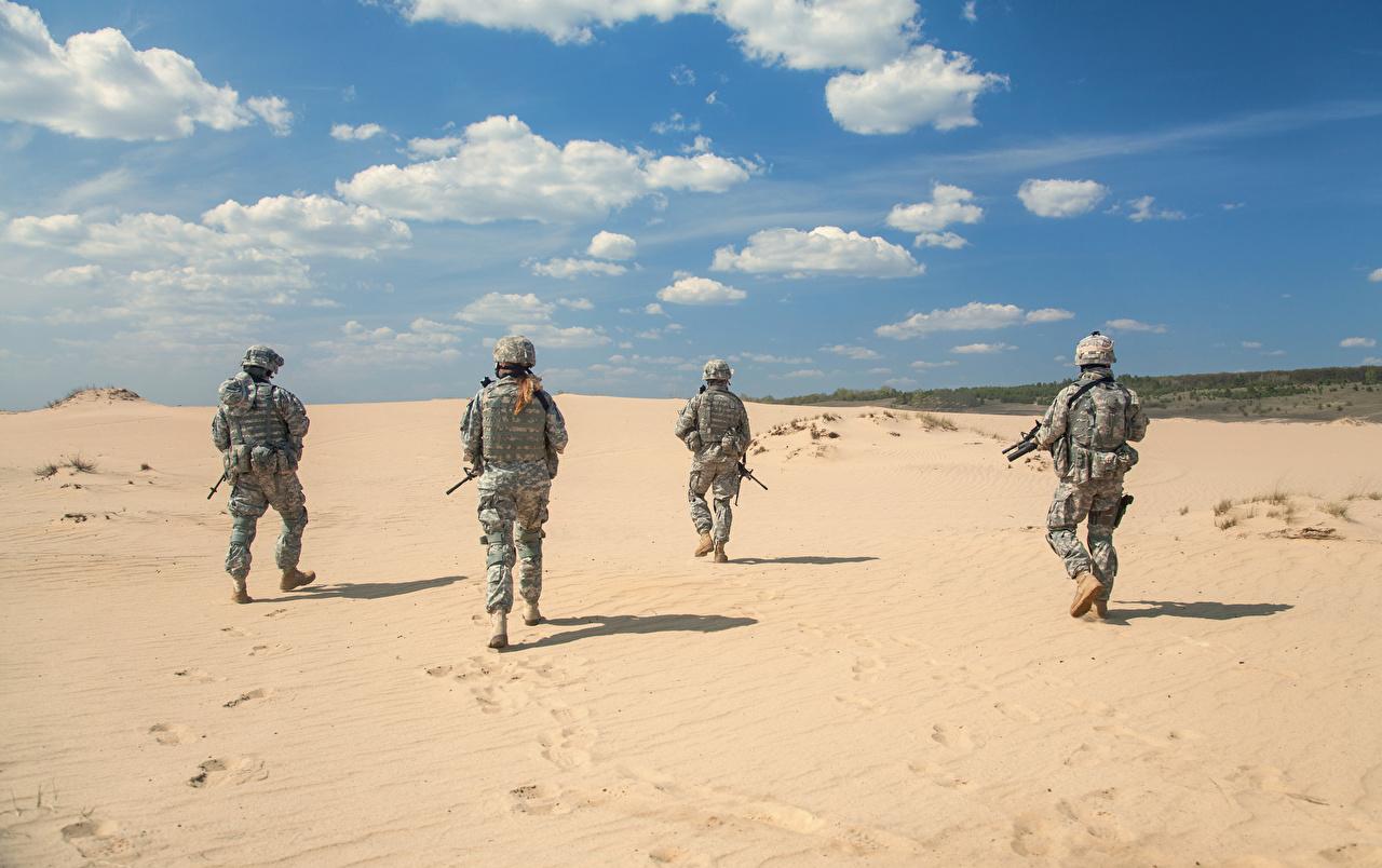 Bilder von Soldaten Sand Hinten Uniform Heer Militär