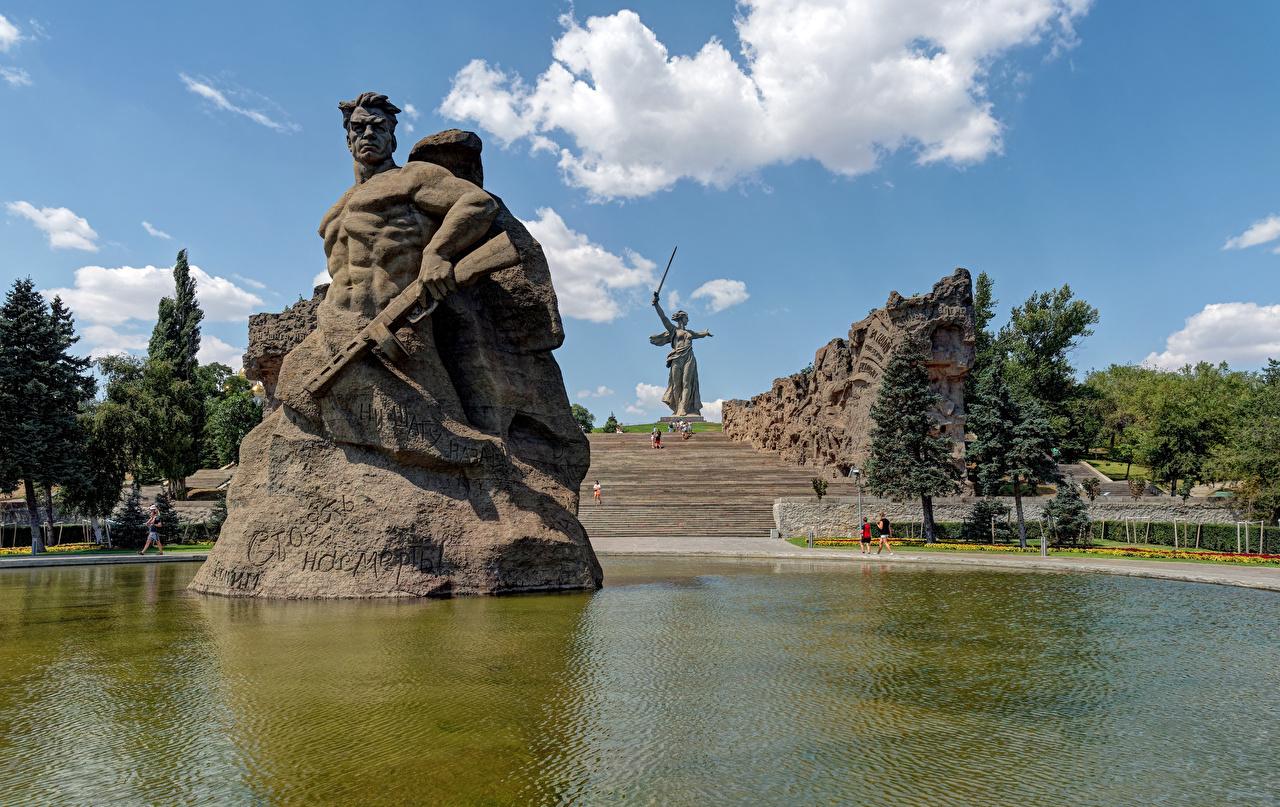 Bilder von Wolgograd Russland Denkmal Mamayev Kurgan Stiege Park Teich Städte Treppe Treppen Parks