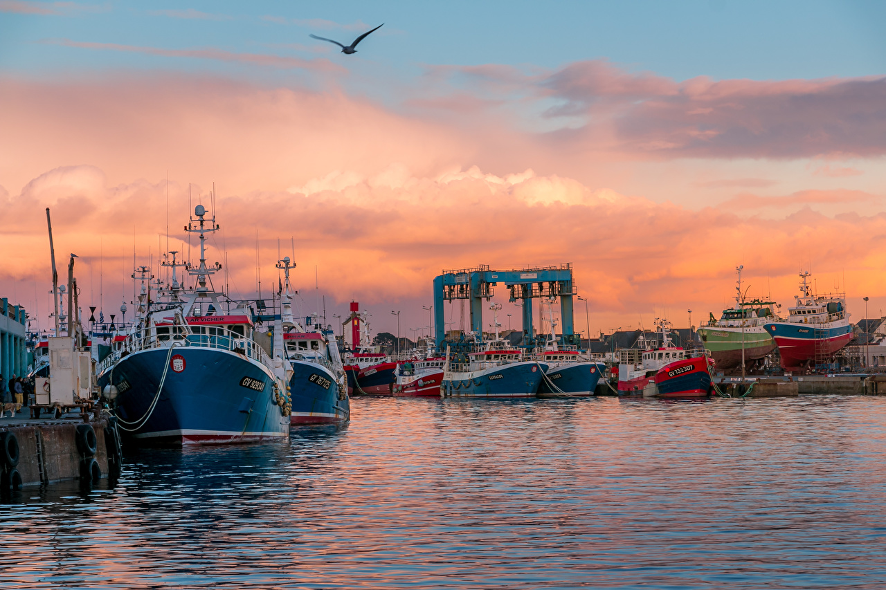 Desktop Wallpapers France Guilvinec Brittany Nature Ships Sunrises and sunsets Bay Marinas ship sunrise and sunset Pier Berth
