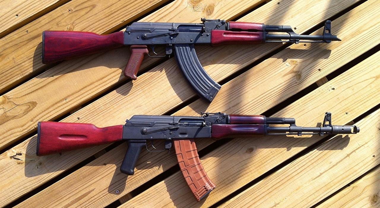 Bilder Kalaschnikow Sturmgewehr 2 Heer Bretter AK 47 Zwei