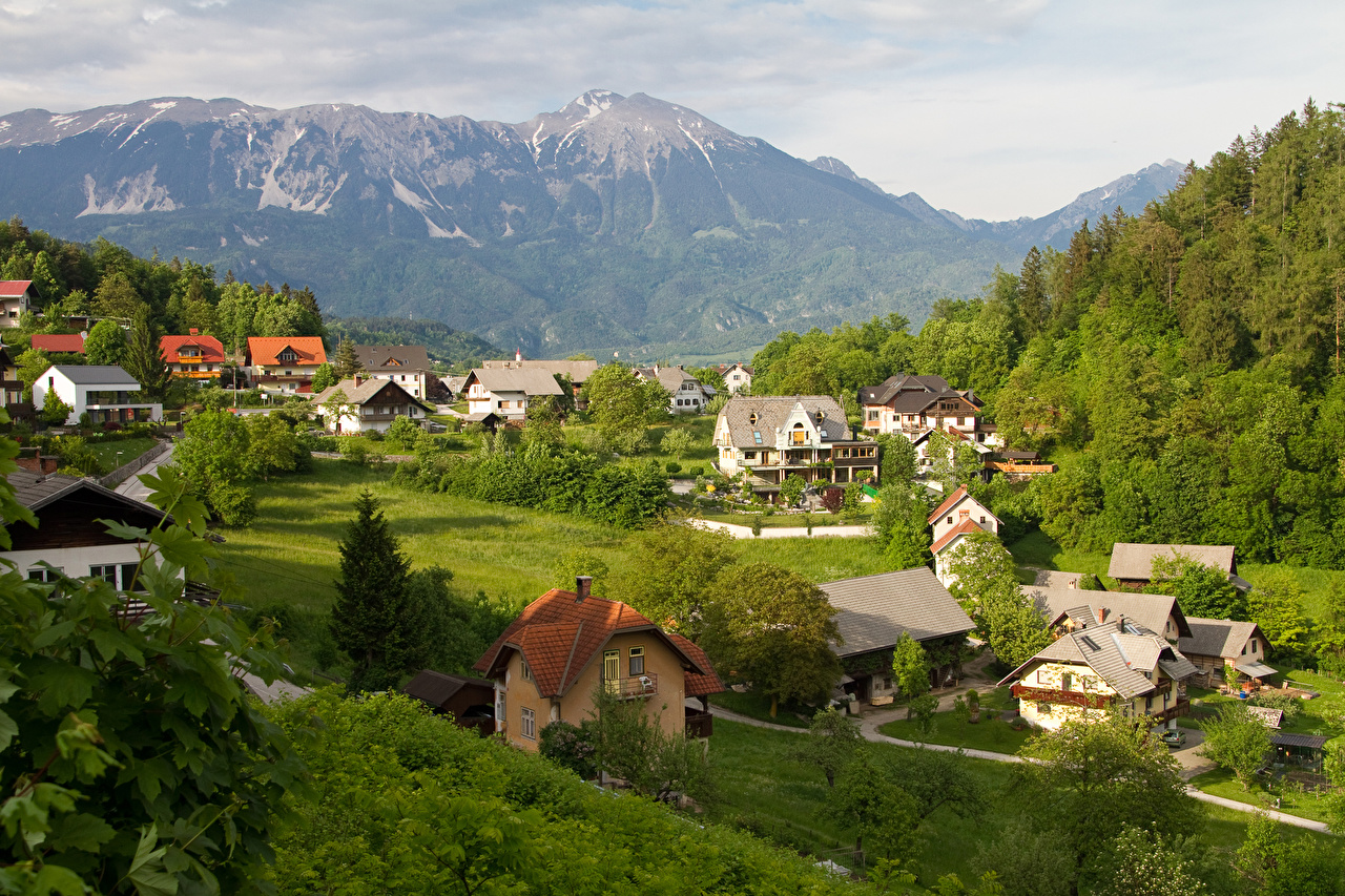 zdjęcie Słowenia Góry Lasy Miasta budynki góra las Domy miasto budynek