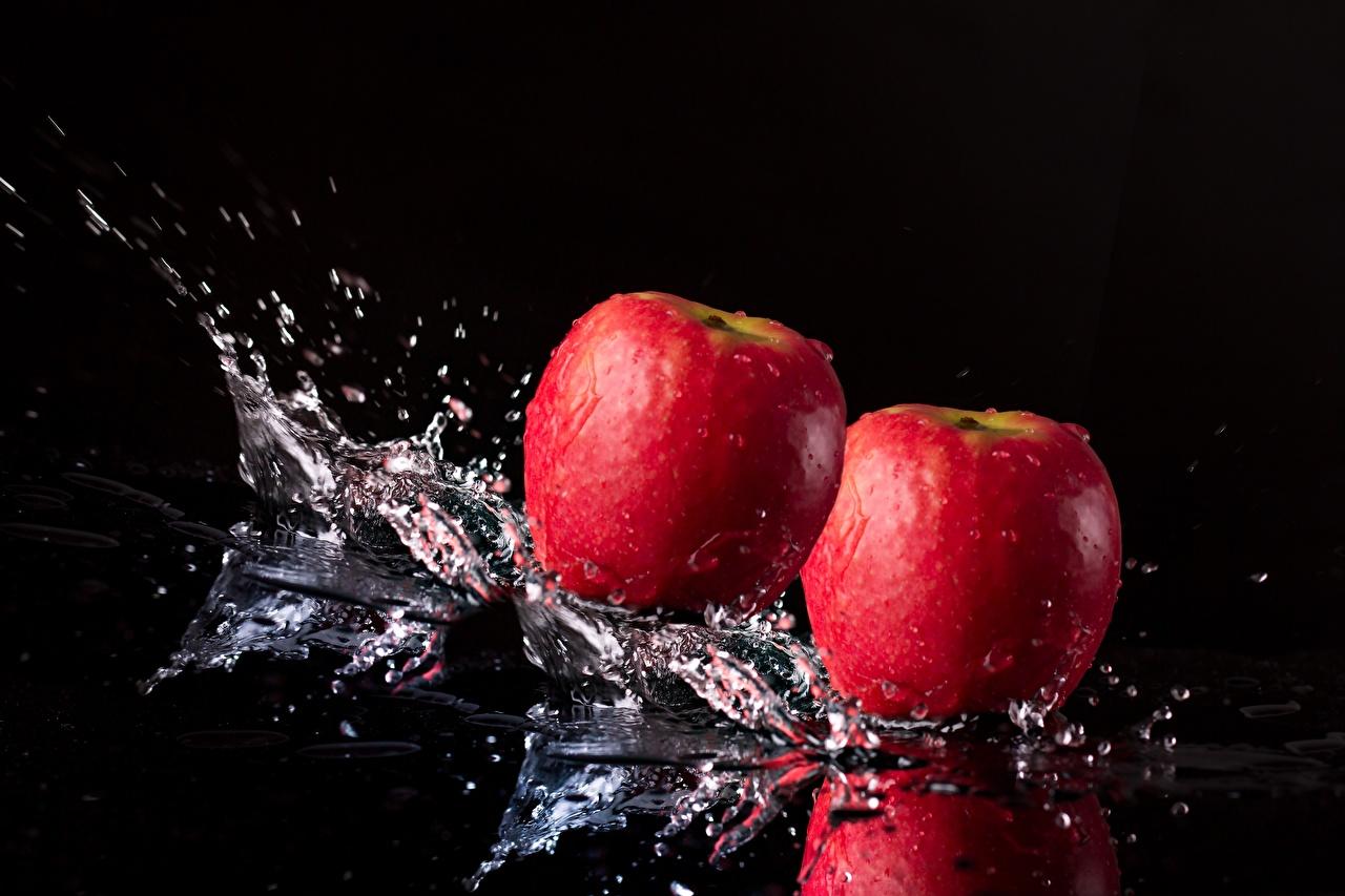 Foto Äpfel Spritzer Lebensmittel Großansicht Schwarzer Hintergrund