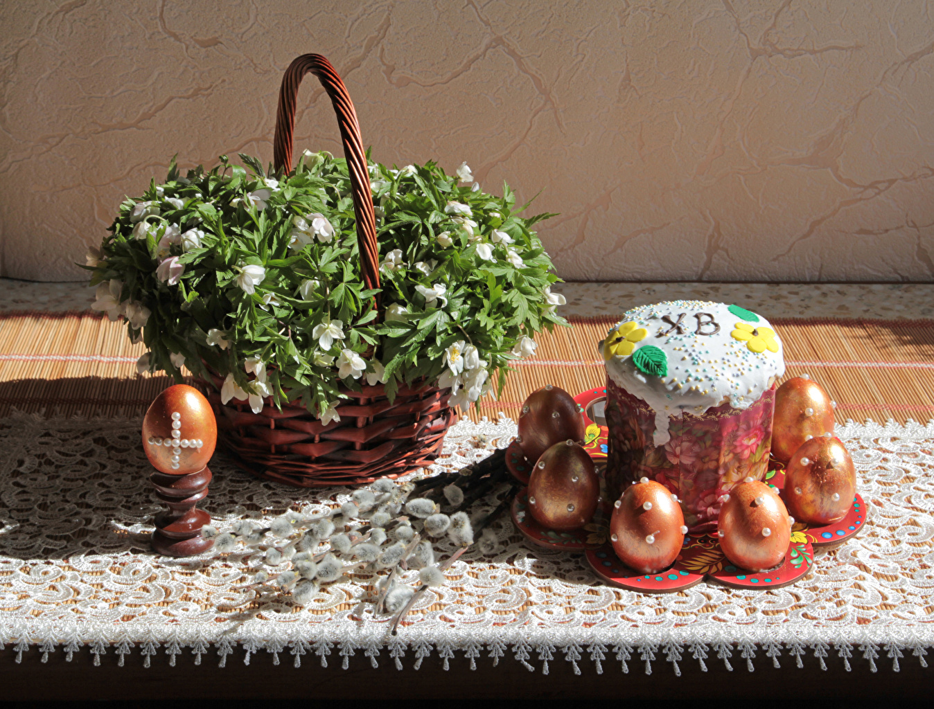 Pictures Easter Eggs Kulich Wicker basket Food Branches egg