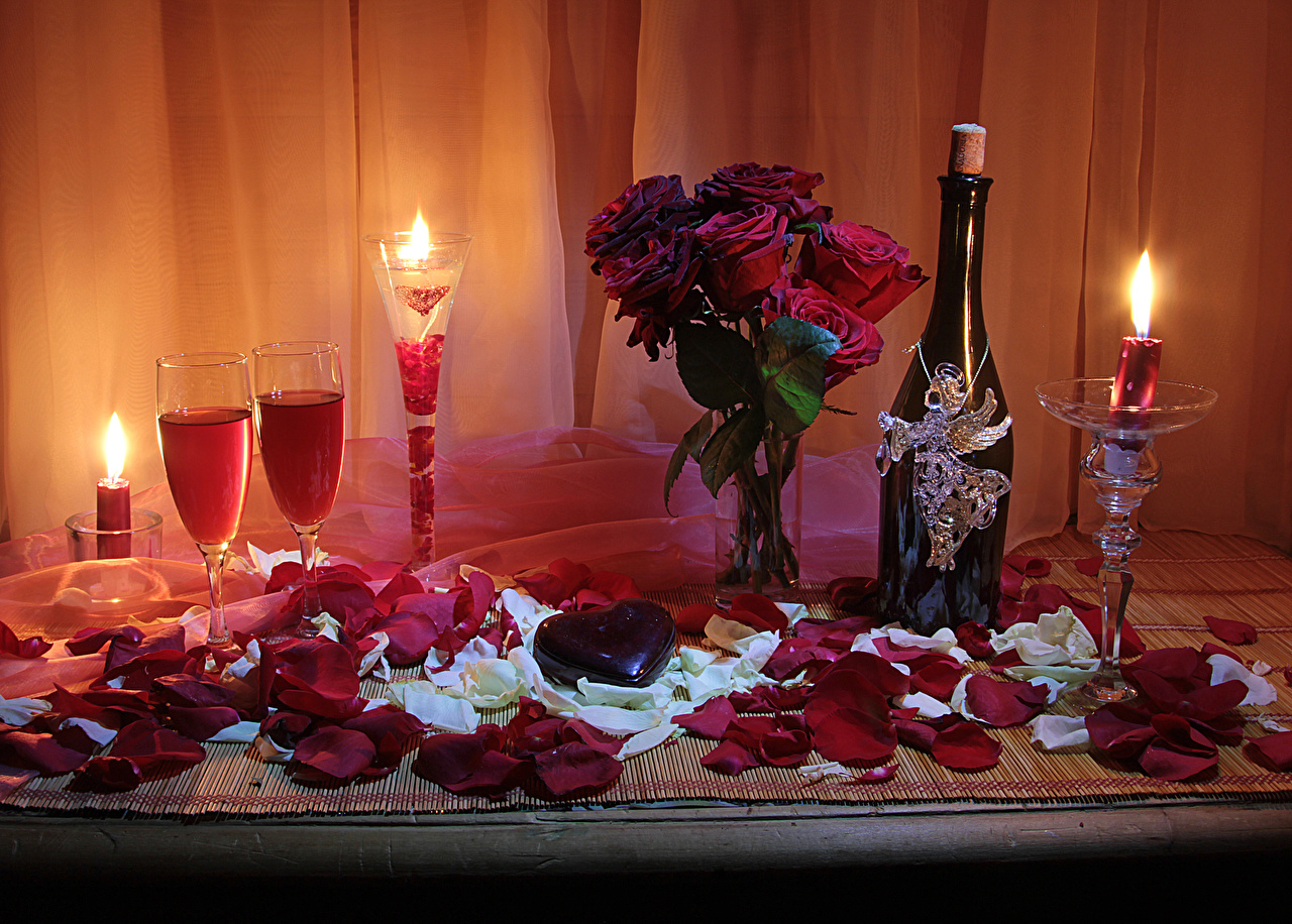 Picture Valentine's Day Heart Roses Petals Champagne Wine color Flowers Vase Food Bottle Candles Stemware Still-life Sparkling wine