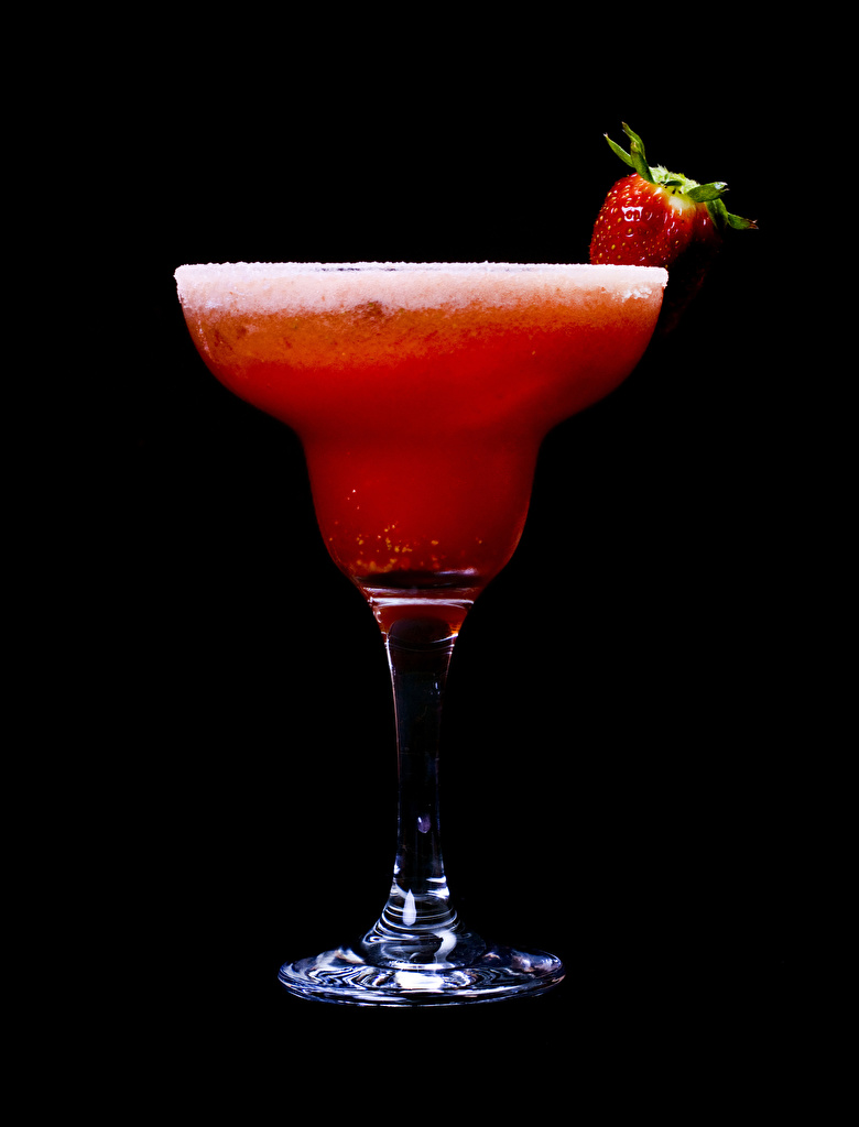 Photo Strawberry Food Stemware Mixed drink Black background  for Mobile phone Cocktail