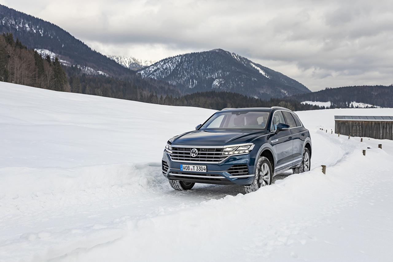 Hintergrundbilder Volkswagen 2018-19 Touareg V6 TDI Worldwide Blau Schnee Autos Metallisch