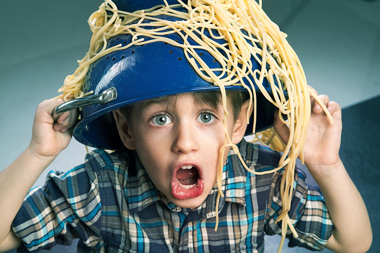 Фото Юмор мальчик Крик Дети лица Макароны рука Смешные Мальчики мальчишка мальчишки кричит кричат ребёнок Лицо Руки