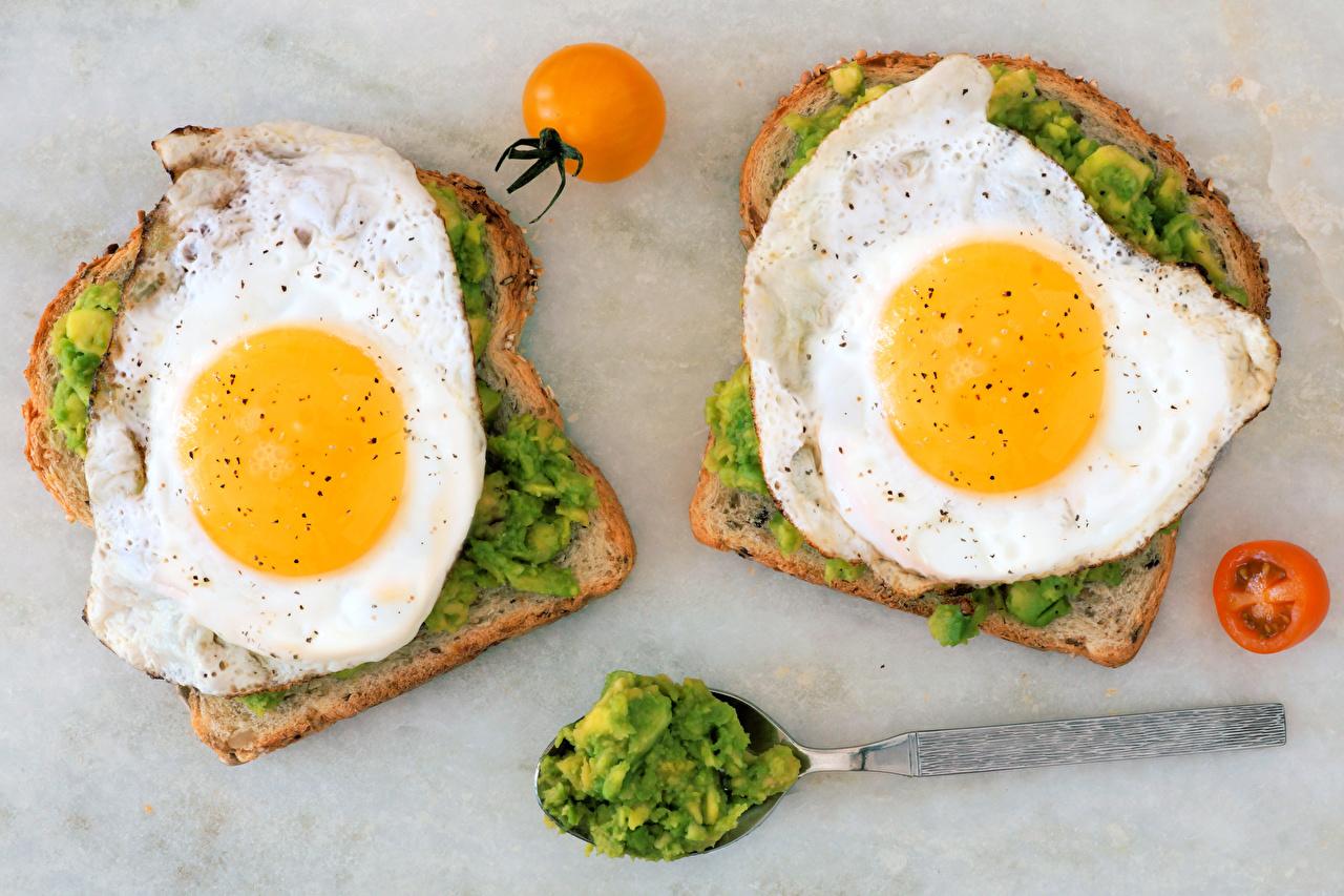 Immagini Uovo all'occhio di bue Due 2 Pomodori Colazione Pane Butterbrot alimento uovo al tegamino Cibo