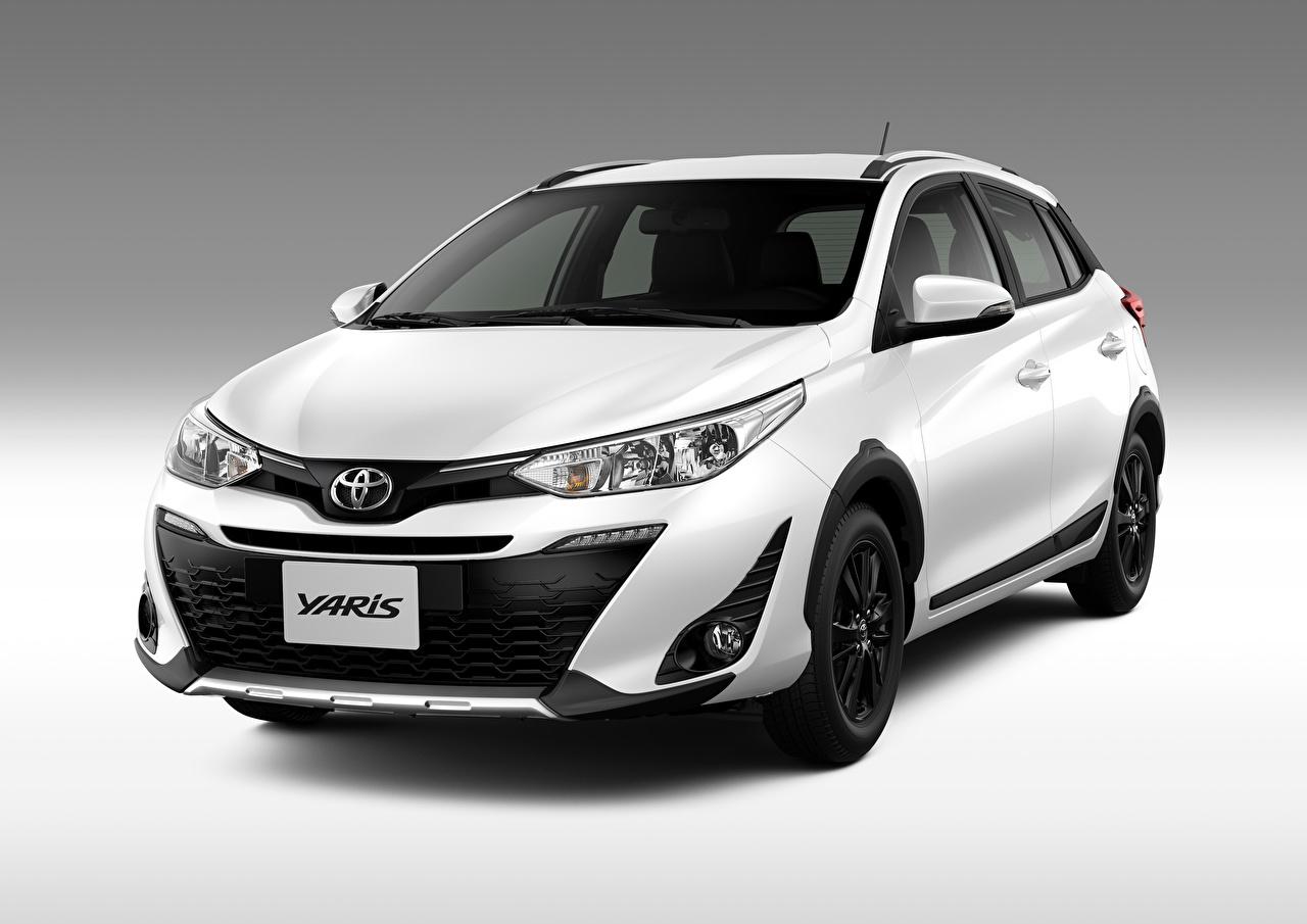 Bilder von Toyota 2018 Yaris X-Way Latam Weiß Autos Grauer Hintergrund