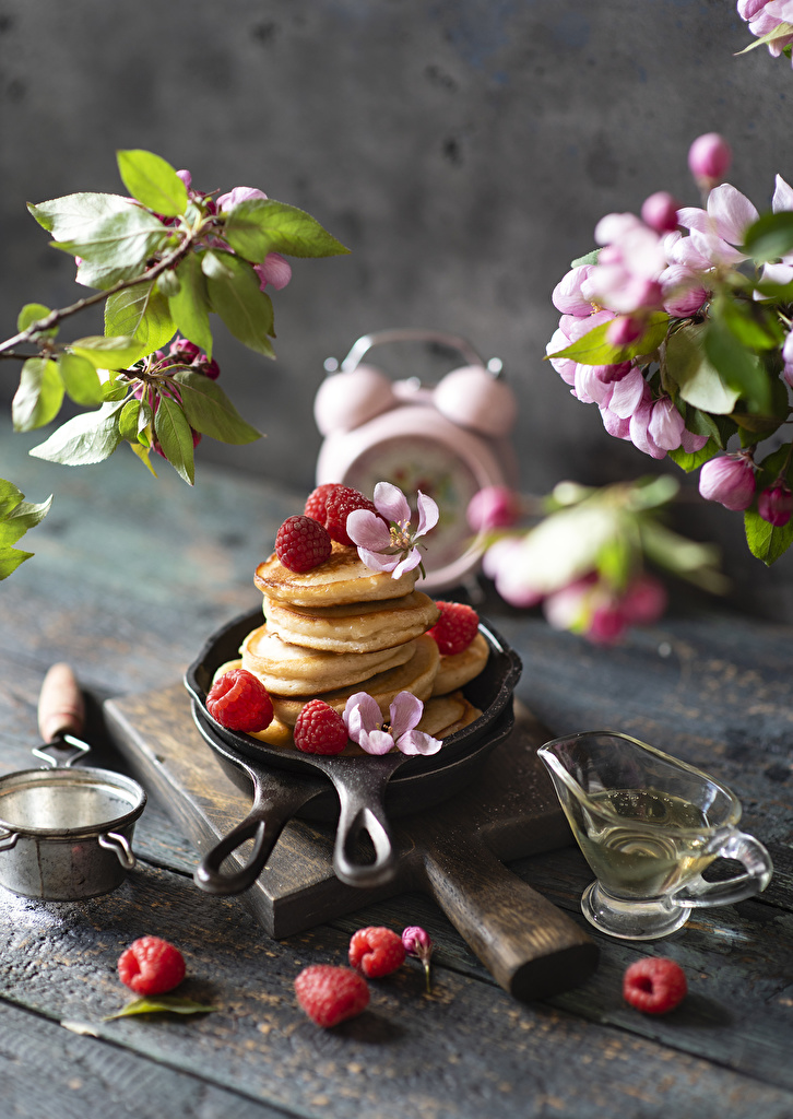 Photos Petals Pancake Raspberry Food boards  for Mobile phone hotcake Wood planks