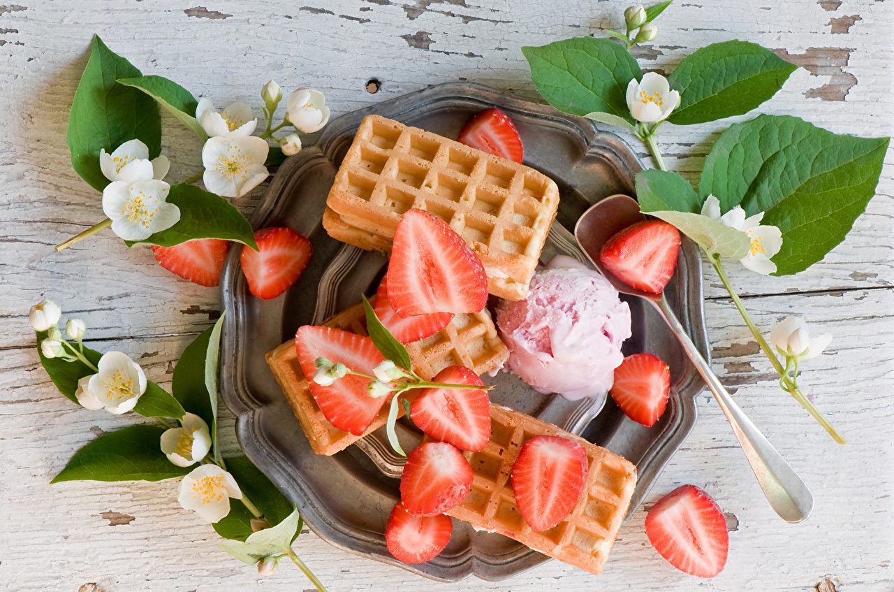 Bilder von das Essen Jasminum Jasmine Speiseeis Erdbeeren Waffeln Backware Lebensmittel