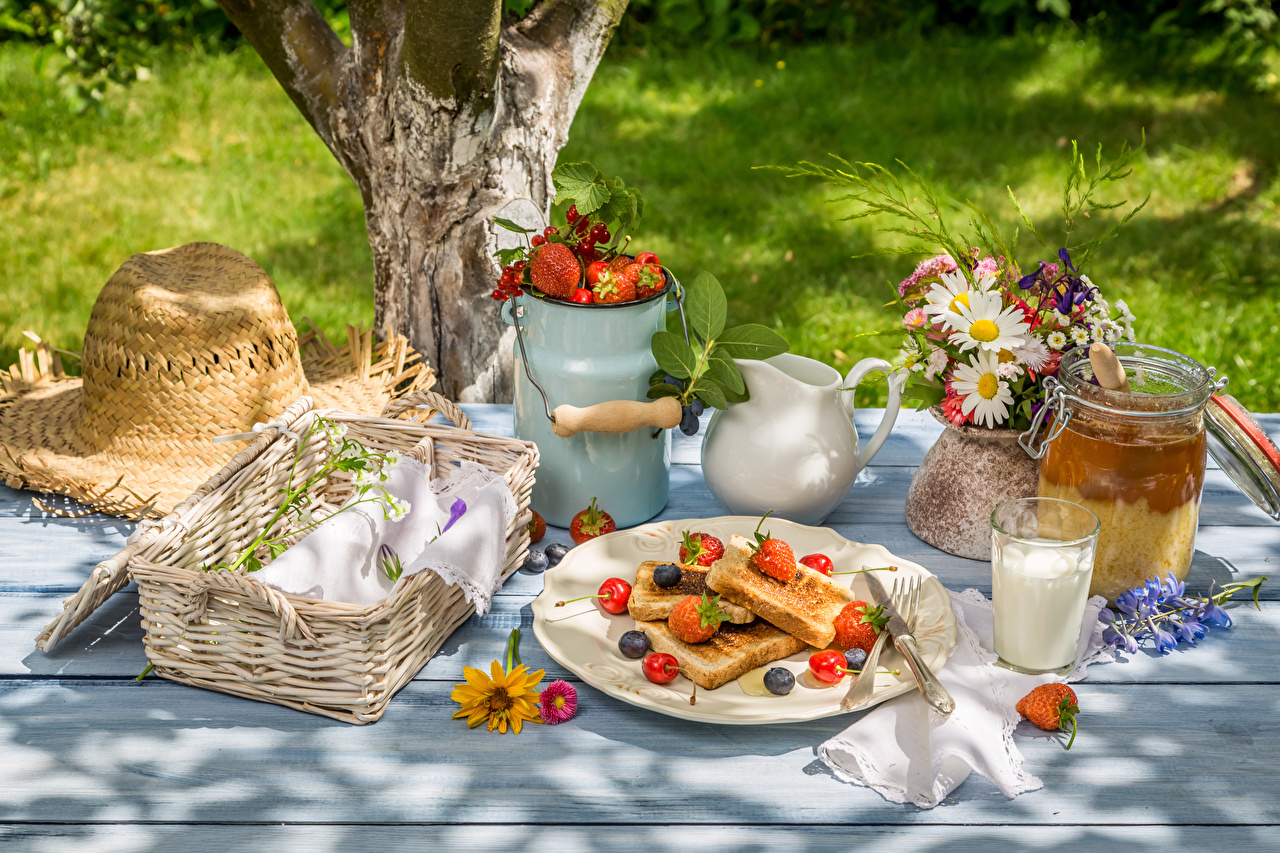 Desktop Wallpapers Milk Picnic Bouquets Hat Honey Cherry Camomiles Strawberry Blueberries Wicker basket Highball glass Food Plate bouquet matricaria