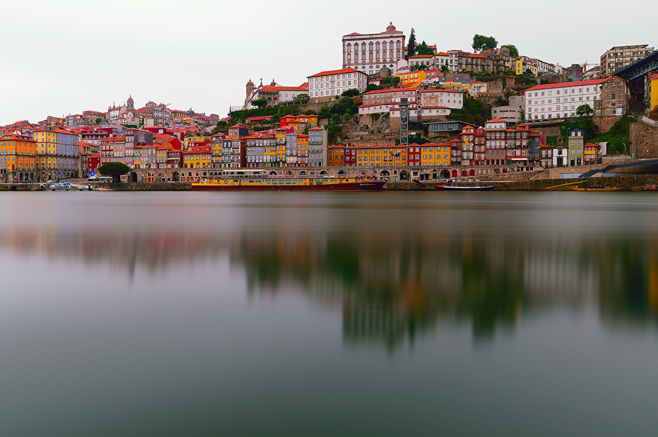Images Porto Portugal Riverboat river Berth Cities Building Oporto Pier Rivers Marinas Houses