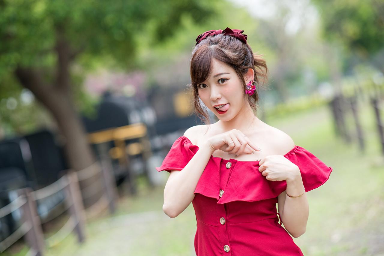 、アジア人、ボケ写真、ドレス、手、茶色の髪の女性、舌、凝視、若い女性、少女、