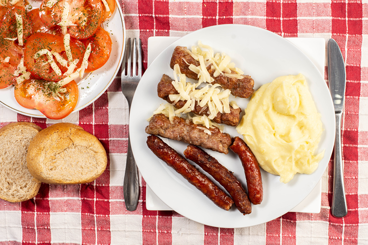 Desktop Wallpapers Tomatoes Bread Vienna sausage Food Plate Meat products The second dishes