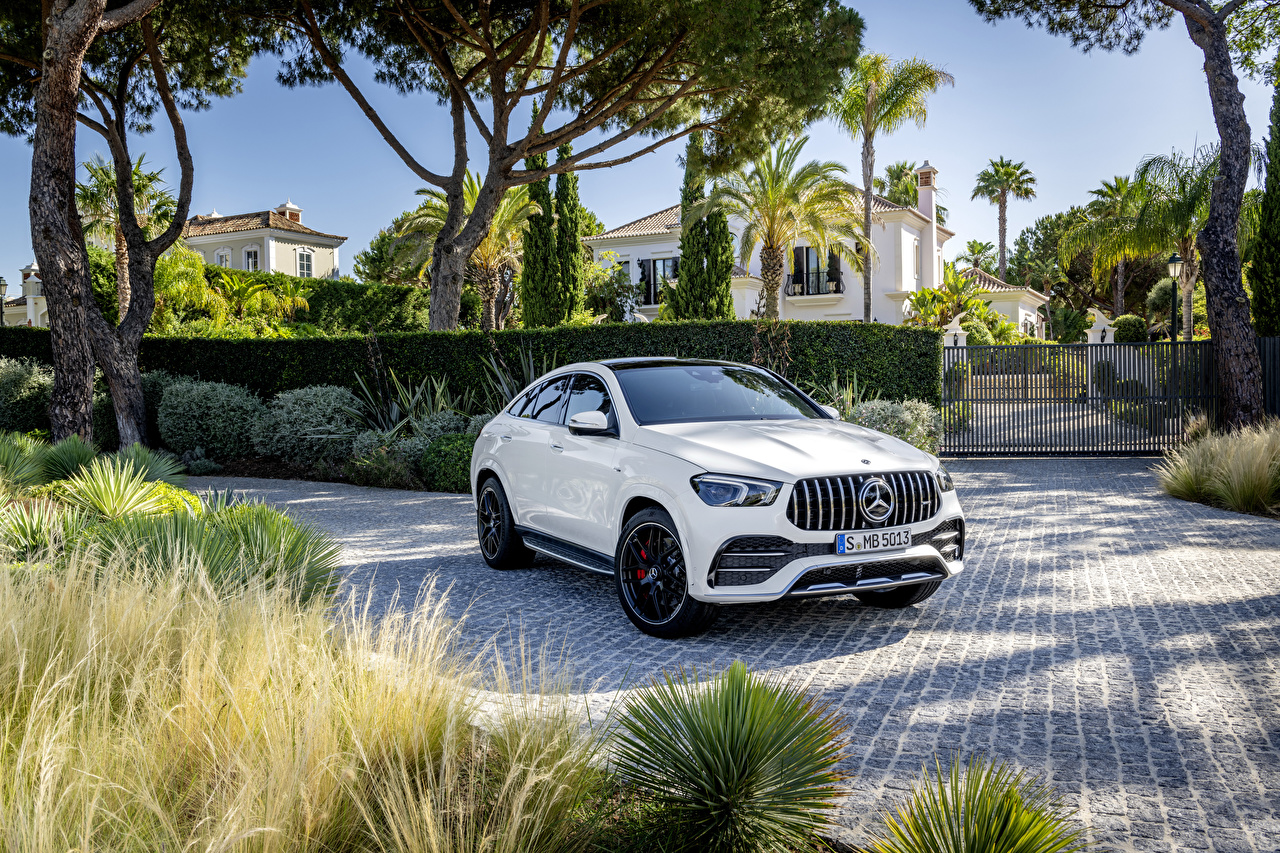 Fotos Mercedes-Benz Crossover Coupe Weiß auto Metallisch Softroader Autos automobil